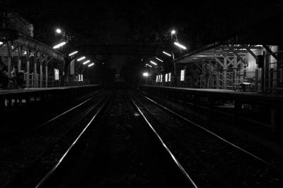 Resultado de imagen de anden tren noche